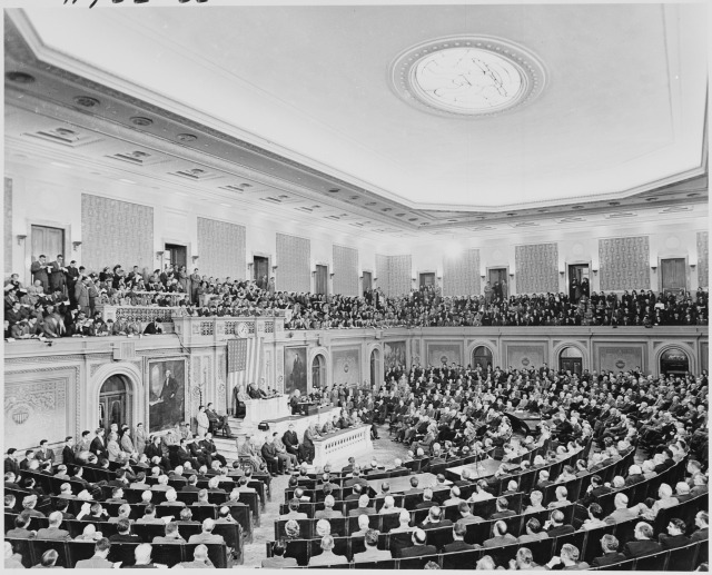 Photograph_of_President_Truman_delivering_his_State_of_the_Union_address_to_a_joint_session_of_Congress._-_NARA_-_200188